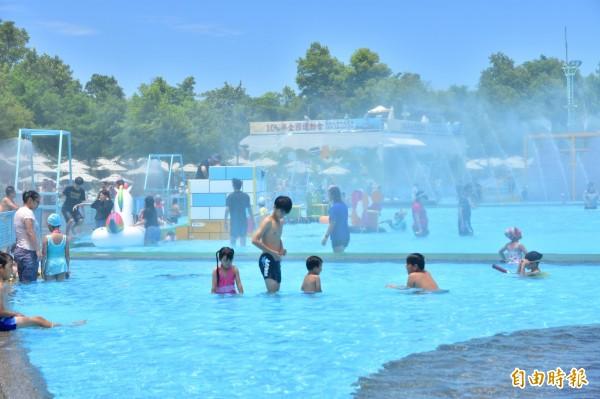 宜蘭縣政府今宣布,因應輕颱尼莎來襲,宜蘭國際童玩藝術節明將暫時休園一天。(記者張議晨攝)