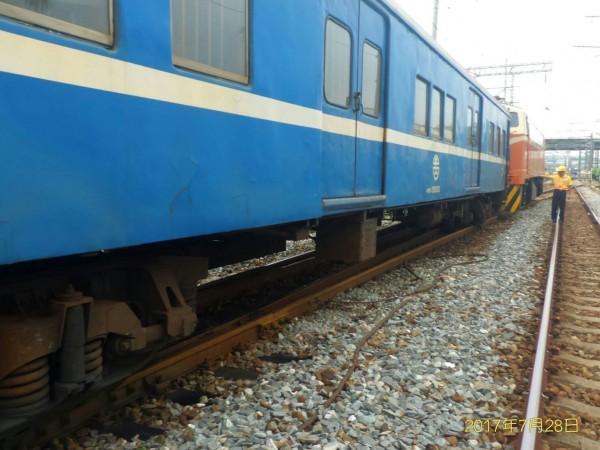 台鐵554次潮州開往台北再到花蓮的莒光號列車,今日下午3點21分於善化站西正線進站時發生出軌事故。(圖由台鐵提供)