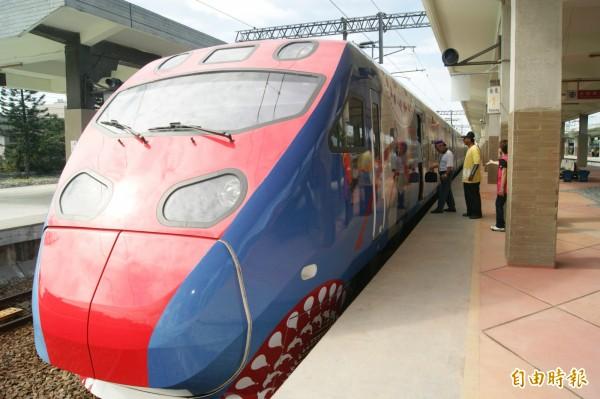 台鐵今晚間宣布,29日東部幹線部分列車將配合停駛,部分南迴線列車也配合停駛,區間車將視風雨情形機動行駛。 (資料照,記者王秀亭攝)