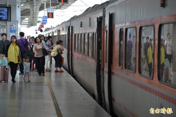 台鐵時刻表將於9月6日凌晨0點起進行改點,總計調整342班,當中影響5分鐘以上的有214班次。(資料照,記者侯承旭攝)