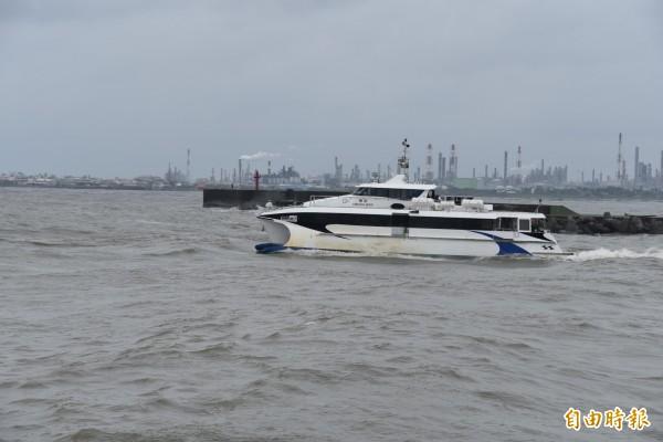 東琉線交通船在今天上午開出一個來回航次後停駛。(記者葉永騫攝)