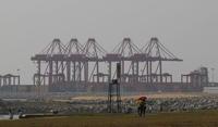 中國將以11億美元(約332億元台幣)的價格,租借斯里蘭卡南部的漢班托塔深水港(Hambantota)99年。(美聯社)