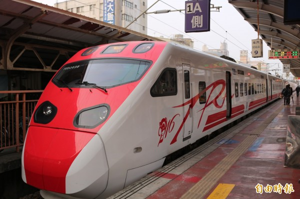 台鐵宣布,明天(30日)西部幹線對號列車,中午12點陸續恢復行駛。(資料照,記者詹士弘攝)