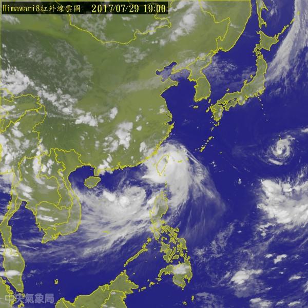 氣象局表示,第9號颱風尼莎中心已於今(29)日19時10分左右由宜蘭蘇澳鎮進入陸地。(翻攝中央氣象局)