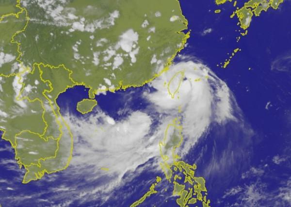 受尼莎颱風影響,阿聯酋、越捷航班時間均有更動,旅客出發前請先聯繫航空公司。(圖擷自中央氣象局)