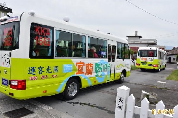 宜蘭縣綠17線公車本週六通車,遊客可自羅東轉運站直接往三星落羽松秘境、長埤湖等景點。(記者張議晨攝)