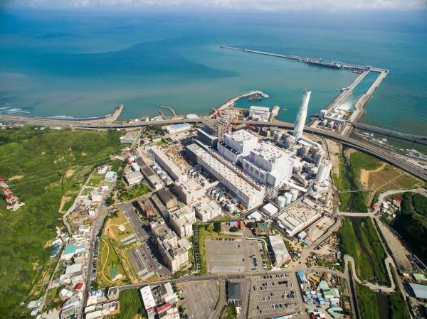 林口電廠遭爆失火悶燒2天,台電發聲明澄清。(林口電廠提供)