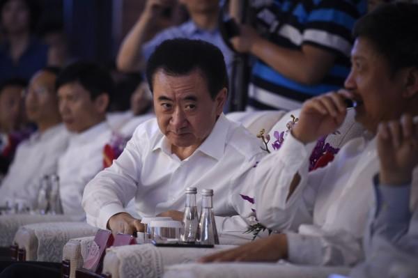 前中國首富王健林(圖)創立的萬達集團,近來被中國以「金融反腐」名義盯上,早前被萬達收購的全球最大電影院商AMC似乎受到牽連,股價在週二一天內下跌25%。(法新社)