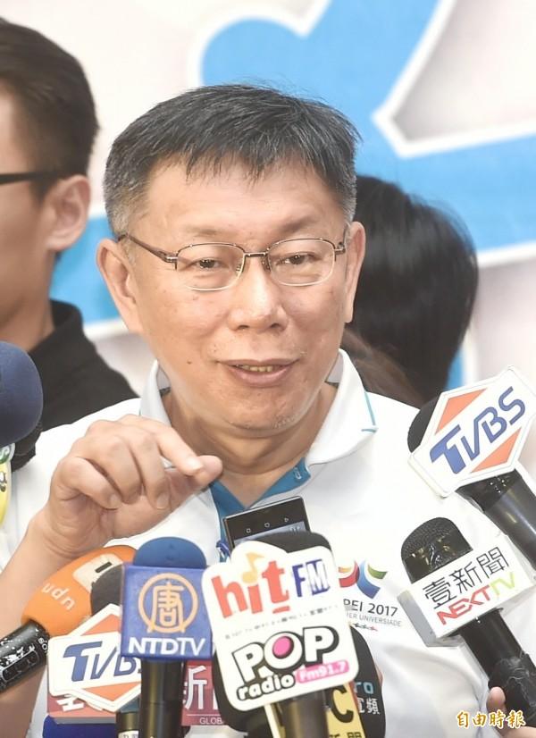 據傳國民黨徵詢名律師兼電視節目主持人謝震武參選台北市長,柯文哲則酸溜溜的說,台灣的政壇都快要輪一圈了。(記者方賓照攝)