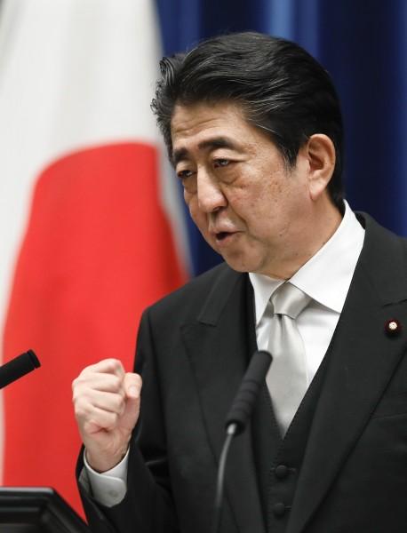 日本安倍內閣在全面改組後支持率上升。(歐新社)
