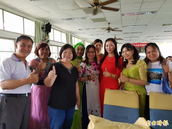 跟著媽媽學母語,一群越南新住民親子今日透過微電影發表學習越語成果。(記者王涵平攝)