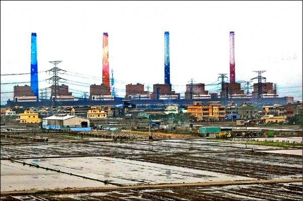 台中火力電廠1號機昨驚傳破管意外,電力系統頓失55萬瓩供電。(資料照)