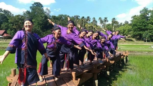 大滿舞團首次受邀出國演出,將平埔大武壠族古謠搬上國際藝術舞台。(大滿舞團提供)