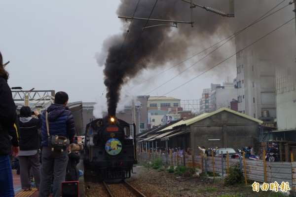 台鐵復駛蒸汽火車引發居民不滿。圖為CK124蒸汽火車。(資料照,記者林國賢攝)