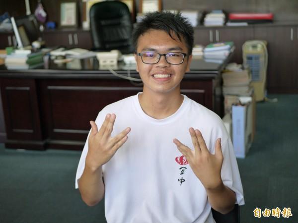 國立宜蘭高中學生郭宇恆捨棄台大醫學系,選擇台大牙醫學系,希望懸壺濟世得同時,也可以擁有自己的生活。(記者簡惠茹攝)