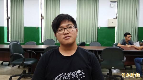 陳君豪考取台大醫學系。(記者洪定宏攝)