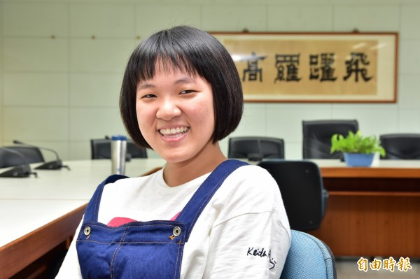 羅東高中語文資優班李承蔚,今年指考順利錄取台大中文,成為大學新鮮人。(記者張議晨攝)