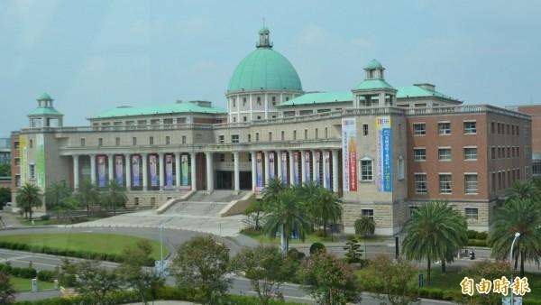 台中亞洲大學校園環境優美,並致力提升學生國際競爭力,今年指考放榜錄取率百分之百。(記者陳建志攝)