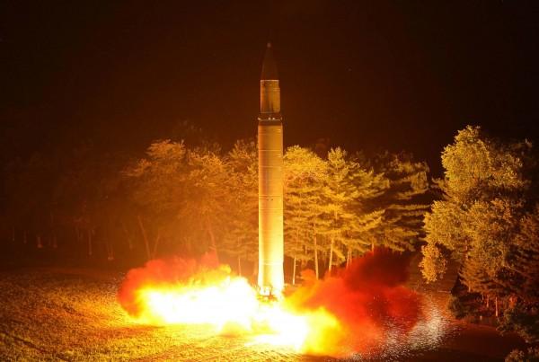 北韓在上個月兩度試射「火星-14型」洲際飛彈,再度引起國際撻伐。(美聯社)