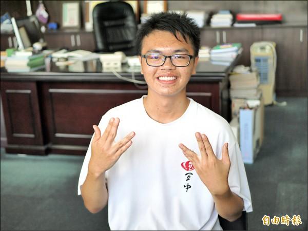 國立宜蘭高中學生郭宇恆捨棄台大醫學系,選擇台大牙醫系。(記者簡惠茹攝)