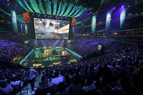 電競風潮席捲全球,極度受到年輕世代的喜愛。圖為9日在西雅圖舉辦,遊戲Dota2的世界冠軍賽。(美聯社)