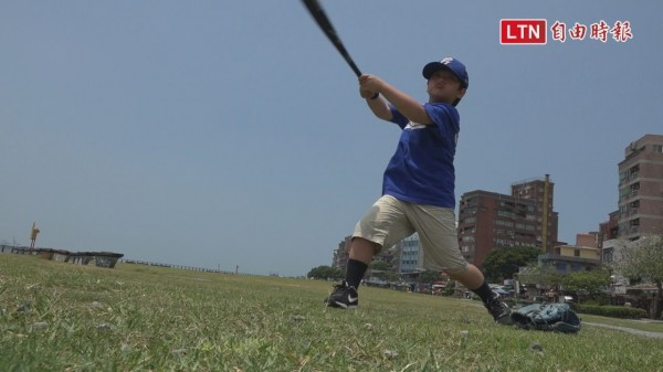 沈鈺傑的7歲兒子沈立宸小小年紀,投打已經超有架式。