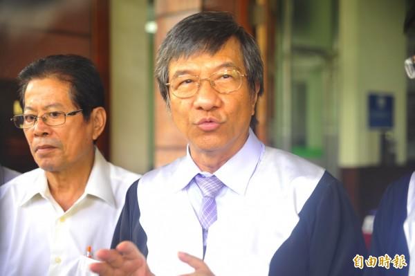 律師團長李合法說,經近10年的訟戰,已有50位被害人去世,對於台南高分院判決,中石化應儘快賠償居民部分。(記者王捷攝)