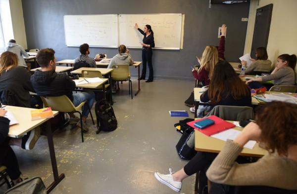 英國老師從明年一月起,將可自由選擇一套共36本的《真實上海數學》教學。(法新社)
