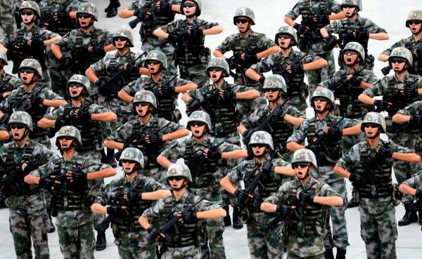 中國軍人最近沉迷於手機遊戲《王者榮耀》,解放軍官媒特地撰文要求官兵注意。(路透)