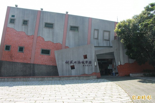 蔴荳古港文化園區的倒風內海故事館。(記者洪瑞琴攝)