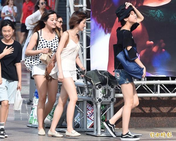 從5日開始至今(14日),台北已經連續10天最高溫超過36度,成為台北120年來紀錄。(資料照,記者廖振輝攝)