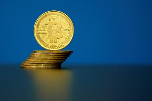 比特幣於上週日一度上漲至4225.4美元的高價,再度刷新紀錄。(路透)