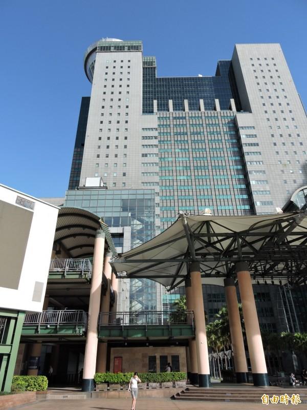 新北市下午傳出大規模停電,市府大樓未受影響。(記者賴筱桐攝)