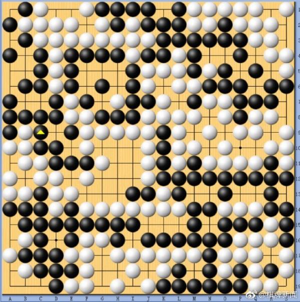 在世界AI圍棋賽上,台灣交大的「CGI」(白方)爆冷擊敗號稱世界第二的中國AI「絕藝」(黑方)。(翻攝自微博)