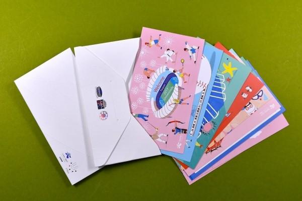 集滿10張世大運明信片可再索取精美封套,值得全套收藏。(台北市觀光傳播局提供)