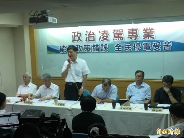 前經濟部長杜紫軍強調,本次大停電規模或許空前,但將不是絕後。(記者鄭鴻達攝)