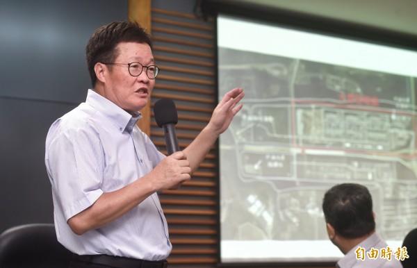 針對815全台大跳電後續處理,中油董事長陳金德(圖左)今下午指出,在本次維修合約過後,將不再和巨路續約。(資料照,記者方賓照攝)