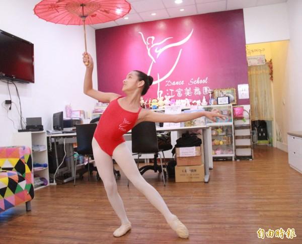 顏佩炘以個人舞碼「小青」演繹青蛇,奪下首爾舞蹈大賽創作民族舞兒童組第2名。(記者陳冠備攝)