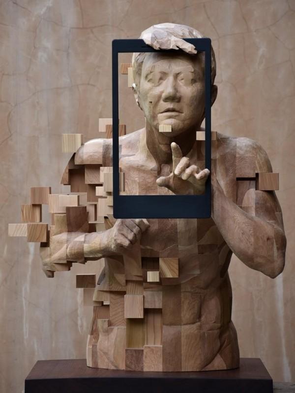 這木雕作品看起來像是不是很像圖片無法讀取的樣子呢?(圖片由Hsu Tung Han 韓旭東:一二三木頭人授權使用)