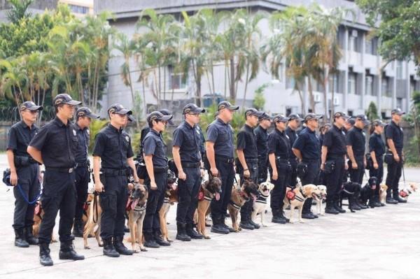 因應世大運賽事期間反恐維安作為,警政署出動大批警犬戒備。(內政部提供)