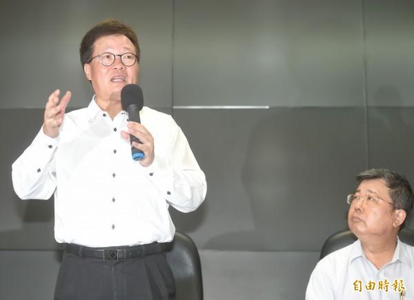 陳金德昨舉行記者會,說明已向行政院長請辭。(記者方賓照攝)