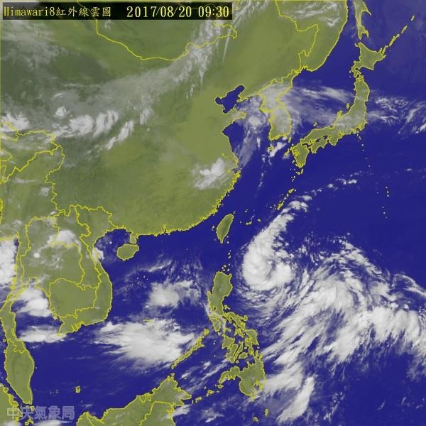 菲律賓東方海面的熱帶低壓最快今成颱,明起將影響台灣天氣。(中央氣象局)