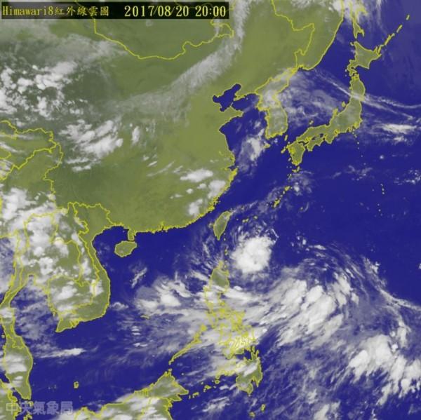 今天下午2點形成今年第13號颱風「天鴿」,預估今天晚間11點發布海警,周一中午前後發布陸警,暴風圈預計周二清晨會碰觸陸地。(圖擷自氣象局)