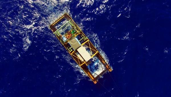 中山大學研究團隊,去年7月在屏東東南方海域,成功利用黑潮推動渦輪機發電,圖為中山團隊設計的發電機組。(中山大學提供)