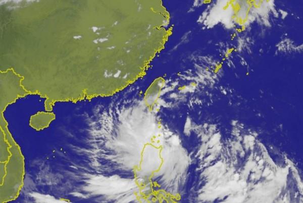 天鴿預計明日清晨就會接觸南台灣陸地。(圖擷取自中央氣象局)