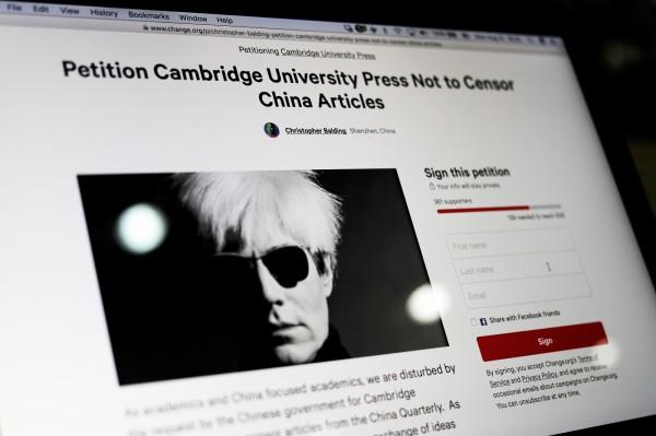 有學者們在網路上發起請願活動,要求將文章重新上架,拒絕向中國審查壓力屈服。(美聯社)