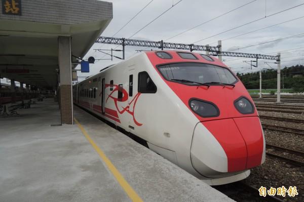因天鴿颱風影響,台鐵為運輸旅客,開放普悠瑪和太魯閣號上行列車站票。(資料照,記者張存薇攝)