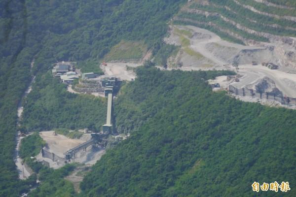 亞泥礦權展限訴願案的言詞辯論,亞泥重申礦權展限案是「依法申請」。圖為亞泥位於太魯閣口新城山礦場。(資料照,記者王峻祺攝)