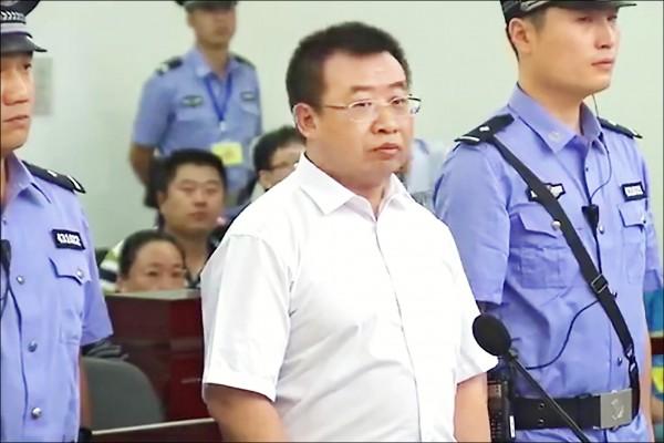 中國維權律師江天勇(中)。(法新社)