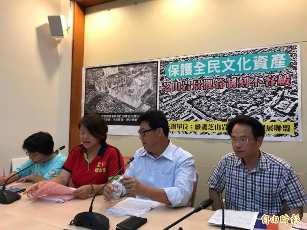 芝山岩當地居民與環保團體呼籲,北市府不該放棄原有的限高管制規劃。(記者彭琬馨攝)